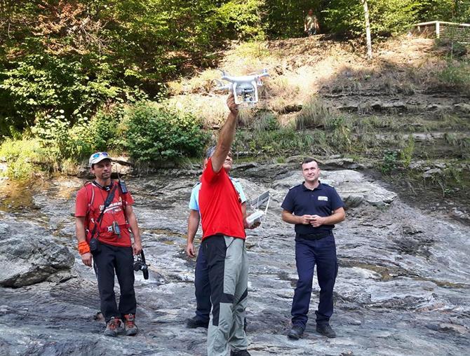 GALERIE FOTO : Bărbatul dispărut la Lepșa, căutat inclusiv cu drona